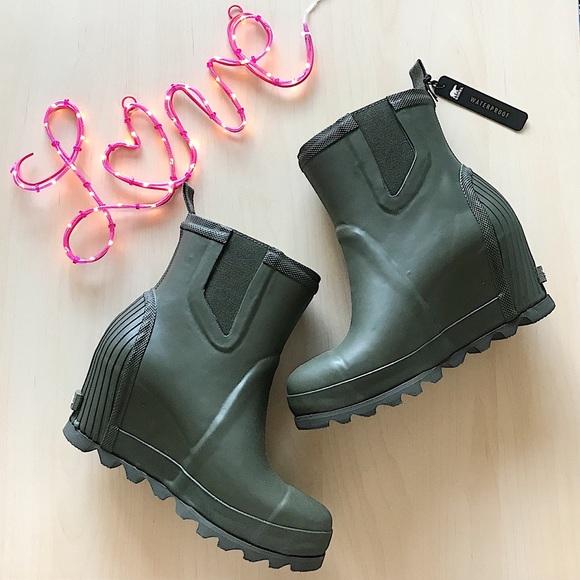 0c41db1eed80 Sorel Joan rain wedge chelsea boots